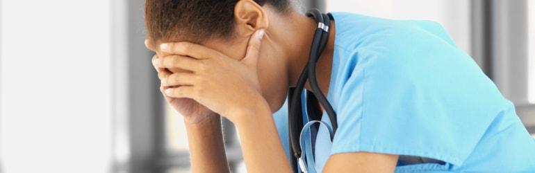 Um alerta – Depressão e suicídio entre médicos estagiários e residentes