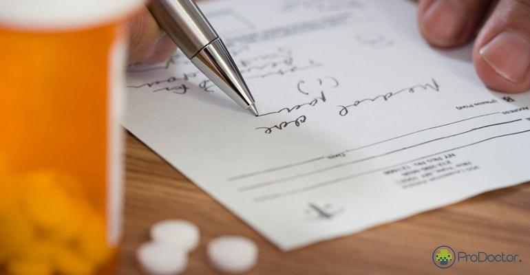 Letra ilegível em receitas e pedidos pode gerar denúncia de pacientes