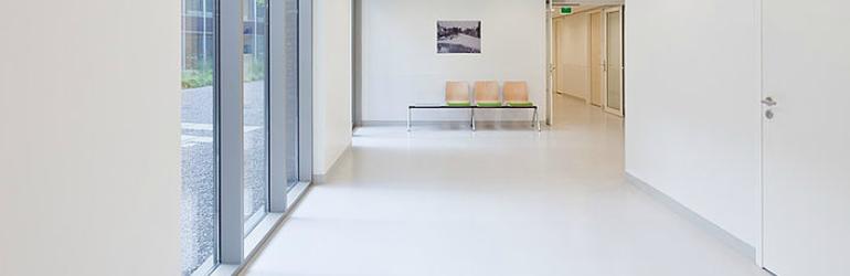 Acessibilidade em clínicas e consultórios médicos - corredores