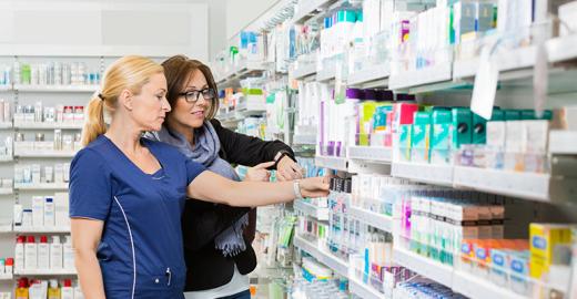 Qual a diferença entre assistência e atenção farmacêutica?